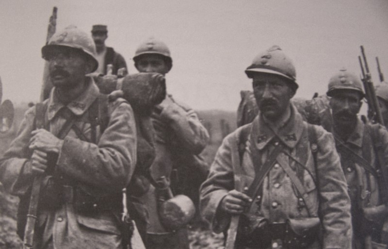 Image result for WW1 FRENCH SOLDIER WITH  GRENADE